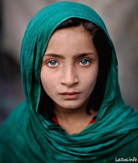 دختر بچه افغان به چشمان بسیار مقبول و زیبا