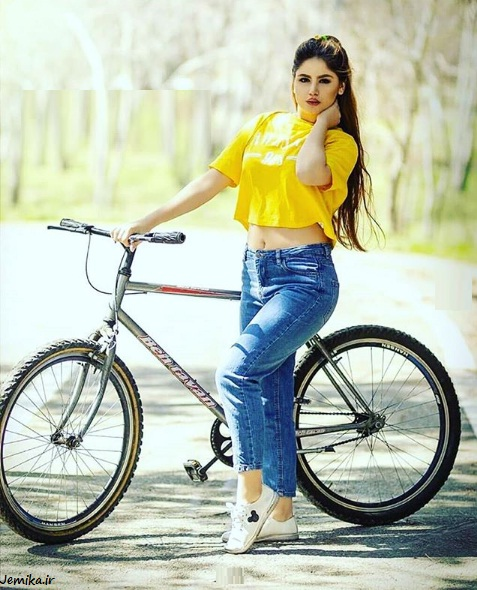 ژست عکس دخترانه با دوچرخه