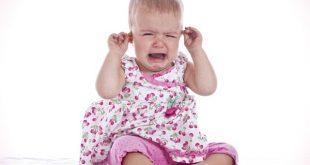 به هنگام گریه کودک چه باید کرد؟