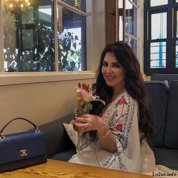 عکسهای غزل سادات خواننده افغانی و تجارت پیشه زن افغان