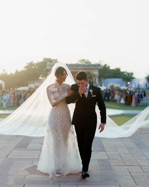 تصاویر عروسی بازیگر هالیوودی پریانکا چوپرا با خواننده آمریکایی نیک جوناس