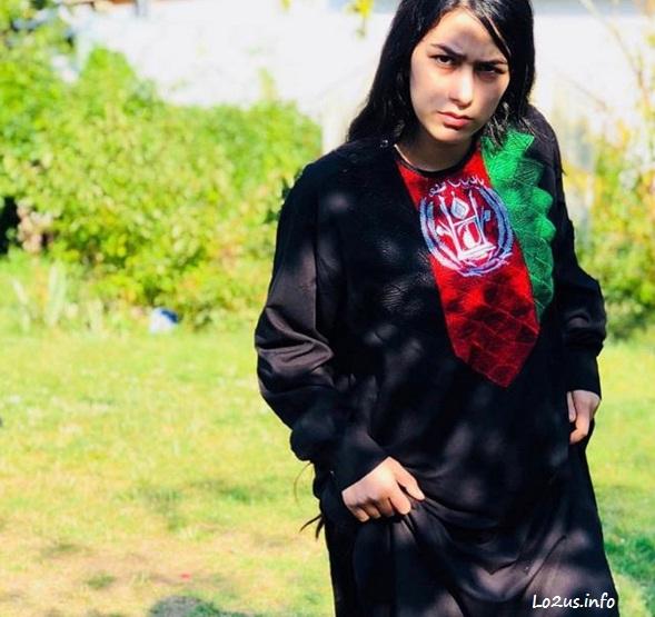 عکس هانیه مزاری با لباس وطنی