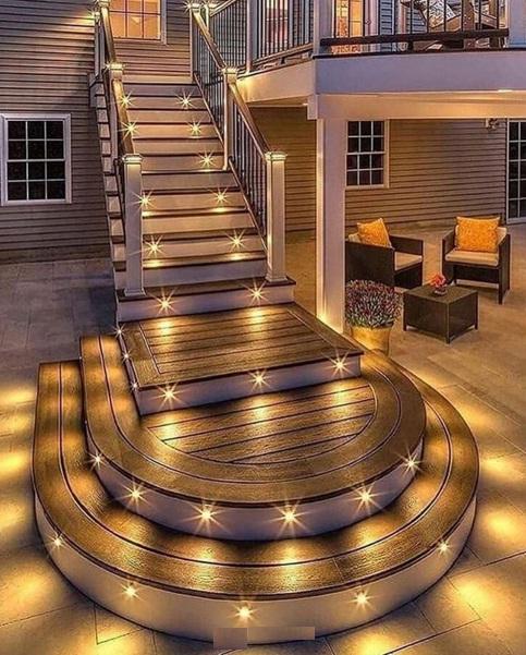 راه پله چوبی همراه با لامپ هالوژن