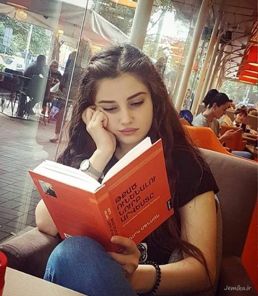ژست زیبا و قشنگ با کتاب